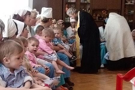 В орловском Доме ребенка крестили детей-сирот