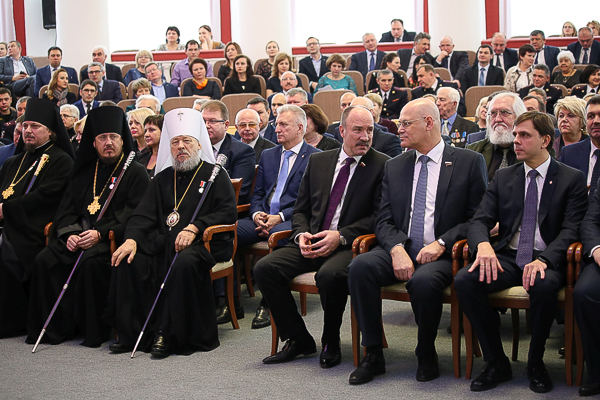 Архиереи Орловской митрополии посетили новогодний прием в администрации региона