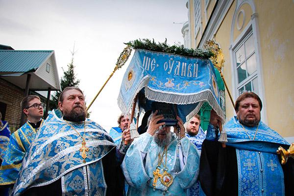 Митрополит Антоний совершил утреню с чином Погребения Пресвятой Богородицы в Ахт