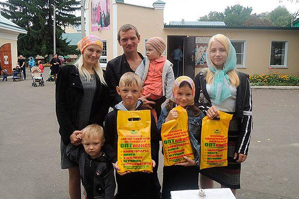 Акция Ливенской епархии «Дорога в школу» помогла малообеспеченным семьям подгото
