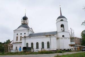 Священники Свято-Троицкого храма проводили бездомного амчанина в последний путь