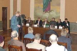 Члены делегации, сопровождающие мощи Александра Невского, ответили на вопросы орловских журналистов