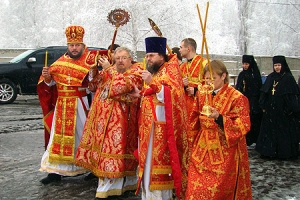 Высокопреосвященнейший архиепископ Пантелеимон совершил чин великого освящения храма вмч. Георгия Победоносца в Ливнах