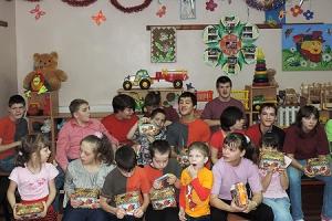 В Глазуновско-Свердловском благочинии провели святочный праздник для многодетных семей и воспитанников детского дома