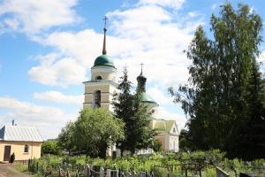 В день Всех святых, в земле Русской просиявших, архиепископ Антоний совершил литургию в Никитском храме села Солнцево