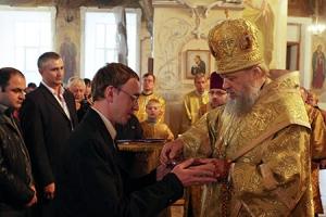 Владыка Антоний наградил участников гуманитарной миссии Орловской митрополии в поддержку украинских беженцев