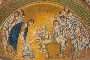 Чин умовения ног: история и значение удивительного обряда