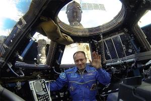 С борта МКС космонавт Александр Мисуркин поздравил зрителей концерта «Путешествие в Рождество Христово» с праздником Рождества