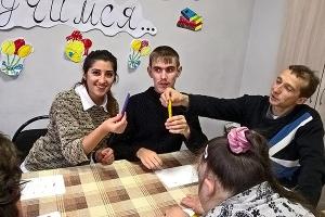 Православные волонтеры провели развивающий урок для молодых инвалидов