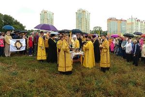 Митрополит Антоний освятил место строительства Никольского храма в микрорайоне Новая Ботаника