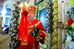 Ночное Пасхальное богослужение и Пасхальная великая вечерня в Ахтырском кафедрал
