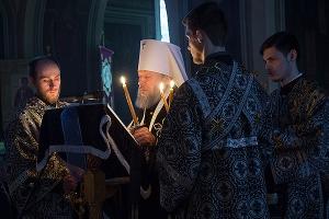 Митрополит Антоний совершил утреню с чтением Великого канона преподобного Андрея