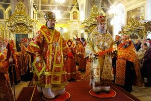Митрополит Антоний совершил Пасхальную великую вечерню в Ахтырском кафедральном
