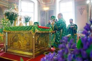 В день Святой Троицы Архипастырь возглавил литургию в Ахтырском соборе Орла