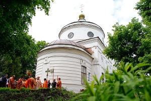 Митрополит Антоний совершил литургию в Никольском храме с. Лепешкино