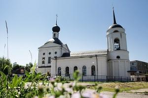В Неделю всех святых митрополит Антоний совершил литургию в Свято-Троицком храме