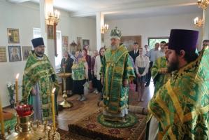 Митрополит Антоний совершил литургию во временном храме во имя преподобного Серг