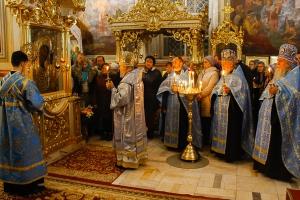 В канун празднования Казанской иконе Божией Матери митрополит Антоний возглавил