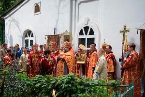 Архипастырь совершил литургию в Иоанно-Крестительском храме в день его престольн