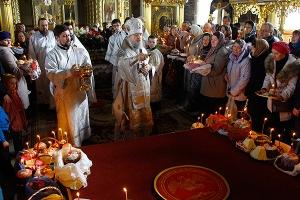 Митрополит Антоний совершил богослужения Страстной Седмицы