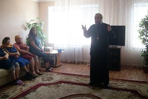 Подопечных Кромского дома ветеранов поздравили с праздником Пасхи