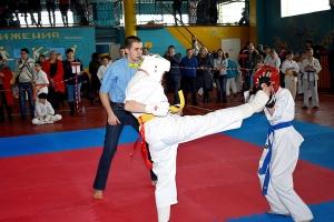 В Знаменском священник напутствовал участников спортивного турнира