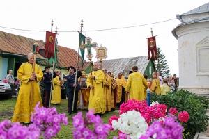 Архиерейское богослужение в престольный праздник Петропавловского храма Мценска. Фоторепортаж