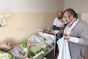 Пасхальная радость подопечным хосписа: священник посетил паллиативный центр в Хотынце