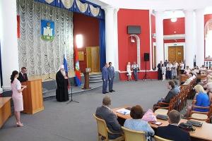 Митрополит Тихон участвовал в торжественном мероприятии в честь Дня России в региональной администрации