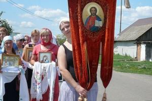 12-километровый традиционный крестный ход прошел в Тросне