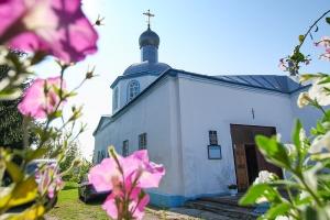 В День Крещения Руси Архипастырь совершил литургию в Знаменском