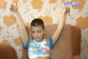 Маленький Максим готовится пойти в школу: помогаем все вместе!