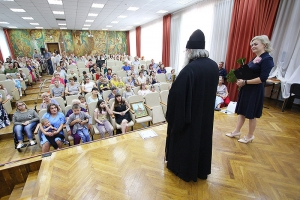 Владыка Тихон поздравил отделение медицинской реабилитации НКМЦ с двухлетием
