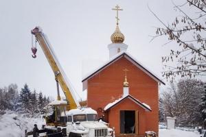 Имена строителей храма в Урицком районе увековечены на памятной плите