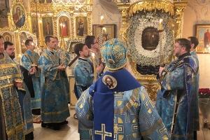 В Богоявленском соборе почтили главную святыню храма — икону Божией Матери «Всех скорбящих Радость»