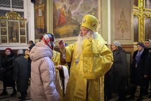 В канун Недели 24-й по Пятидесятнице митрополит Тихон совершил богослужение в Ахтырском соборе