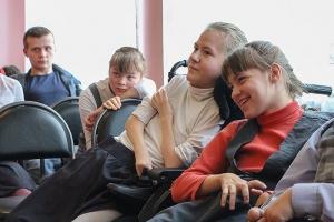 В декаду инвалидов митрополит Тихон посетил Болховский детский дом-интернат