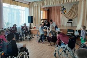 Разговоры о чудесах и чудо своими руками: волонтеры «Богоявленской семьи» побывали в Болховском интернате