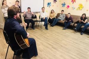 Весну встречаем вместе: волонтеры «Богоявленской семьи» побывали в Центре для инвалидов старше 18 лет с ментальными нарушениями