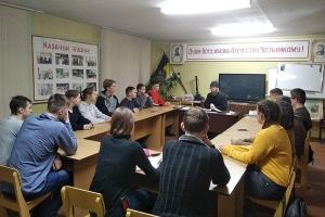 Жизнь с Евангелием: во Мценске священник проводит духовные беседы с юными казаками