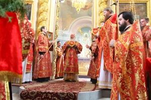 В день Радоницы Архипастырь совершил литургию в Ахтырском соборе