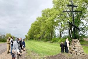 Владыка Тихон освятил поклонные кресты на въездах в Урицкий район