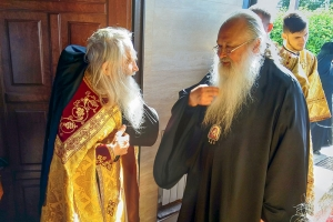 Накануне праздника Всех святых, в земле Русской просиявших, митрополит Тихон и схиархимандрит Илий совершили всенощное бдение в Шахово