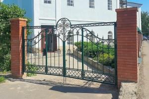 Троице-Васильевский приход отметил благотворителей, помогавших установить новые ворота