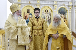 Митрополит Тихон и схиархимандрит Илий совершили литургию в Вятском Посаде в Неделю 3-ю по Пятидесятнице