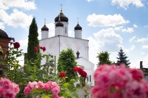 Митрополит Тихон совершил диаконскую хиротонию в Свято-Успенском мужском монастыре