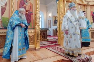 В праздник Покрова митрополит Тихон и схиархимандрит Илий совершили литургию в Становом Колодезе