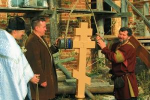 На купол храма в Альшани поднят крест