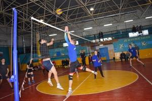 В Знаменском священник напутствовал участников турнира по волейболу