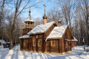 В праздник Собора новомучеников Церкви Русской в скиту в Медведевском лесу состоялась Архиерейская литургия